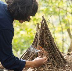 ナイフ1本で火おこし! テンダー式焚き火術①「火おこし」編http://www.bepal.net/camping/bonfire/11639