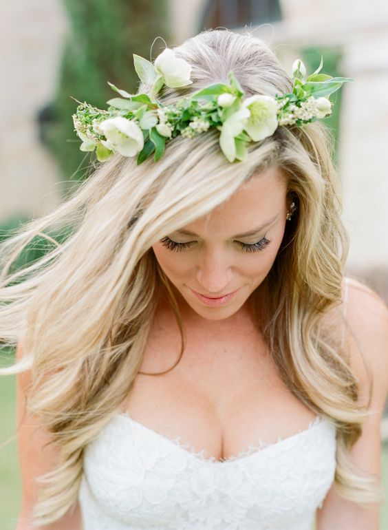 The perfect floral crown: http://www.stylemepretty.com/2016/01/28/houston-oaks-country-club-wedding/ | Photography: Kelli Elizabeth - http://kellielizabeth.com/