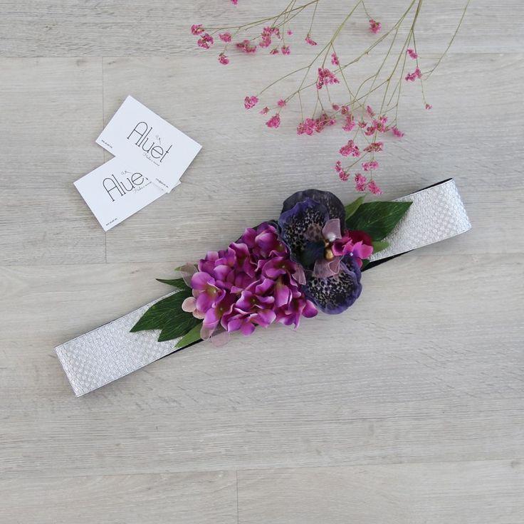 cinturón de flores plateado y morado hecho a mano ideal para una boda