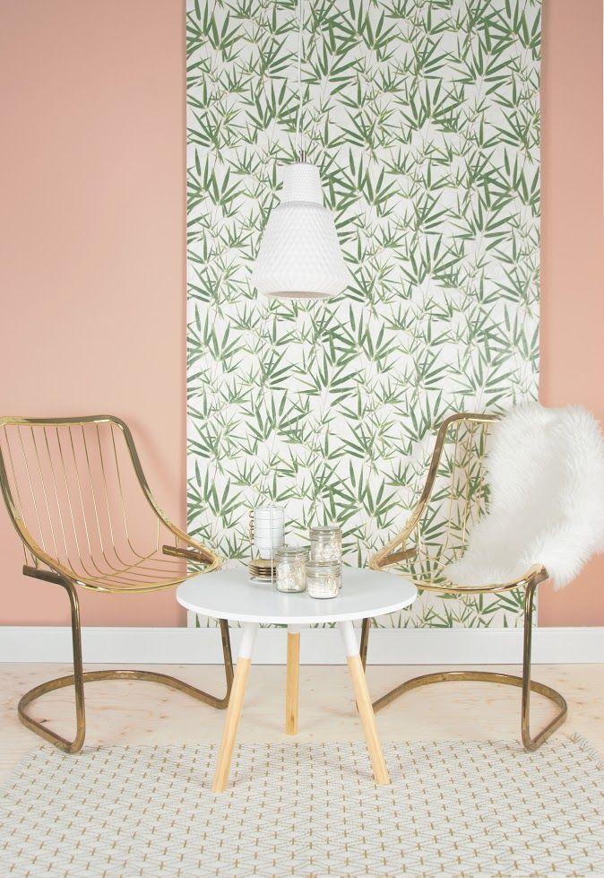 Zitgedeelte met gouden stoelen en een bijzettafel | Seating area with golden chairs and a sidetable | pt,