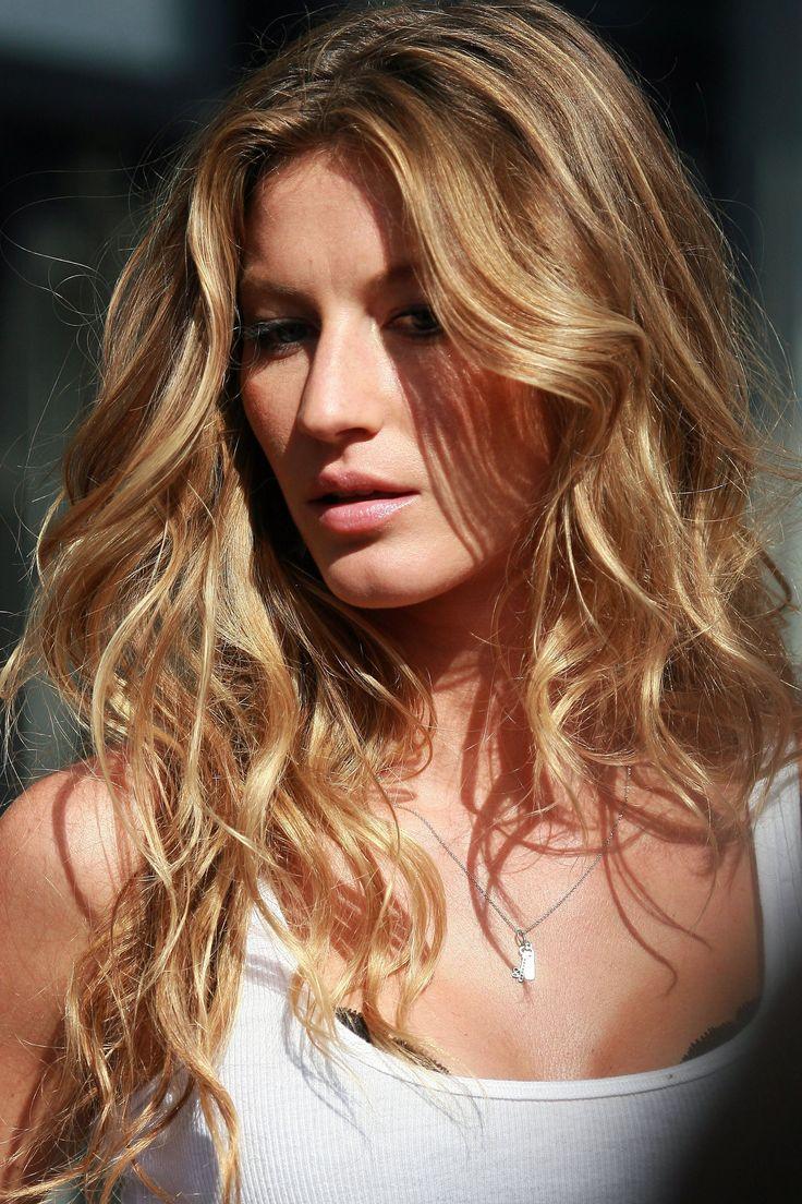 Gisele Bundchen | Blonde wavy supermodel hair
