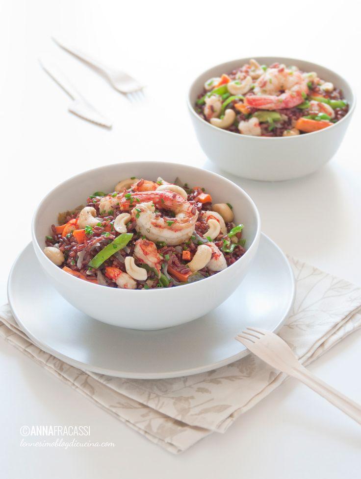 Riso rosso thai: un piatto di ispirazione thailandese, con il dolce del latte di cocco e la croccantezza degli anacardi che esaltano il riso rosso integrale. ©AnnaFracassi