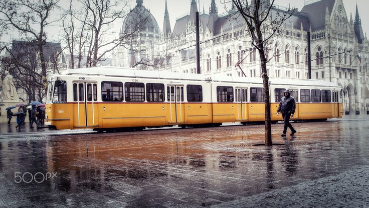 Electric tram - Electric tram in front of Parliament, Budapest