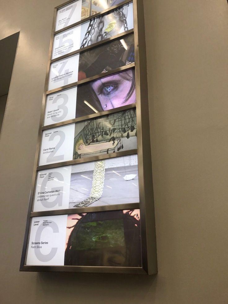 NEW MUSEUM OF CONTEMPORARY ART  ロウアーイーストサイドとノリータに隣接した、バワリー通りに位置するNEW MUSEUMは、 新進気鋭の若手アーティストを中心に展示する、前衛的な現代アート美術館です。 かつて1980年代には、キース・ヘリングやジェフ・クーンズを紹介したことでも知られています。  【NEW ART, NEW IDEA】というスローガンを掲げ、1977年に開館されたNEW MUSEUMは、 幾度かの移転を繰り返し、2007年にブルックリンからこのバワリー地区に移りました。 以前、治安の悪かったこの場所は、SOHOやチャイナタウン、リトルイタリーなどにも近く、 今は、ロウアーマンハッタンでは人気エリアの中心。 NEW MUSEUMの設計は、金沢21世紀美術館やディオール表参道でも有名な、 建築家・妹島和世 / 西沢立衛の日本人ユニットSANAAが手掛けています。 けして広くないこの場所を立体的にするために、大きなエレベーターを軸に、 箱をずらして積み上げることによって、フロア毎に違ったサイズの部屋になっているそうです。 そ...