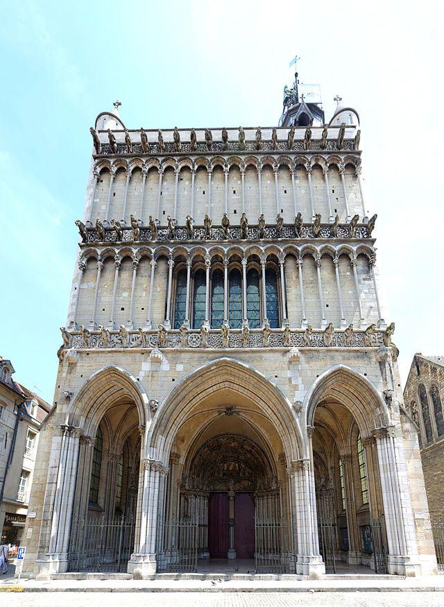 ARCHITETTURA GOTICA: Chiesa di Notre-Dame a Dijon, Francia - 1220-40.