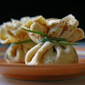 Fagottini di crepes con funghi zucca e taleggio