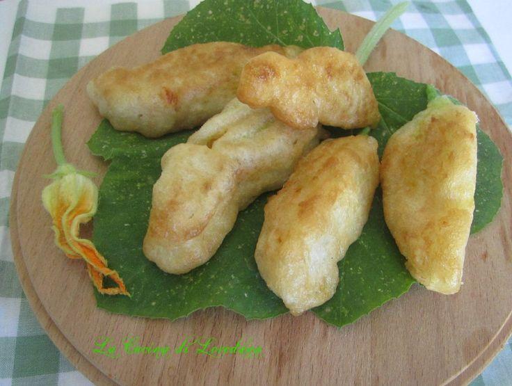 Fiori di zucchina ripieni e fritti in pastella - Ricetta semplice