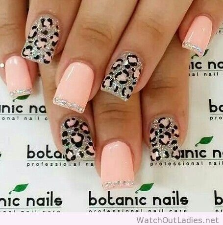 Botanic nails light orange and leopard print