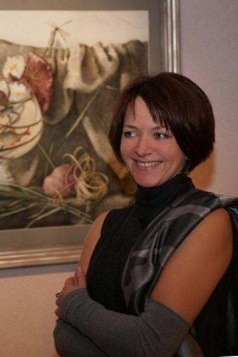 Елена Базанова — замечательная русская художница, акварелист. Является членом Союза Художников России, а также членом Сообщества Акварелистов Санкт-Петербурга. Елена Базанова родилась