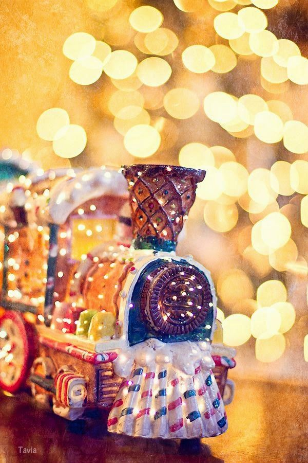 Christmas Train! Reminds me of the Polar Express...why not do this instead of a gingerbread house!