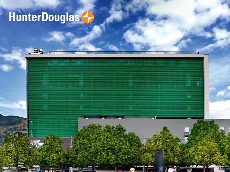 El centro comercial Bosque Plaza ubicado en #Medellín, recibe una gran carga solar durante el día. Por tal motivo fue escogido el cortasol Celoscreen perforado, que se adaptó de la mejor forma al #diseño de la estructura aportando la solución con respecto al calor y la #iluminación del sol.
