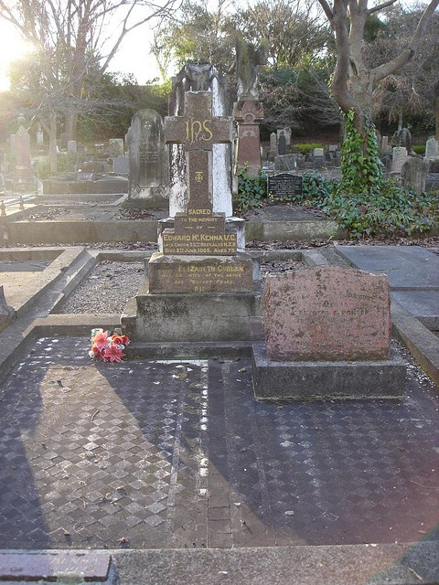 Grave of Edward MCKENNA VC and his wife Elizabeth by SandyEm, via Flickr