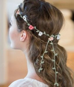 Elegant Crochet Floral Headband- beautiful touch of the bohemian for special occassions. Free instructions.