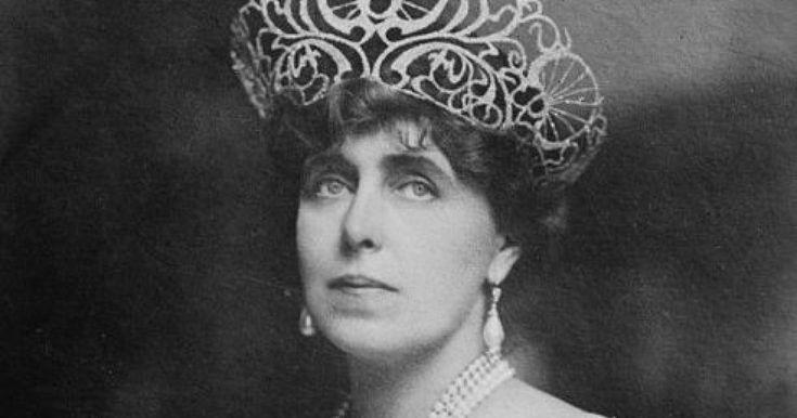 Regina Maria a fost principesă de coroană şi a doua regină a României, în calitate de soţie a principelui de coroană devenit ulterior regele Ferdinand I al României. Cum relaţia cu Ferdinand nu era una dintre cele mai bune, Regina Maria şi-a găsit alinarea în braţele altor bărbaţi, printre care se numără Josh Boyle, Waldorf Astor sau Barbu Ştirbey.