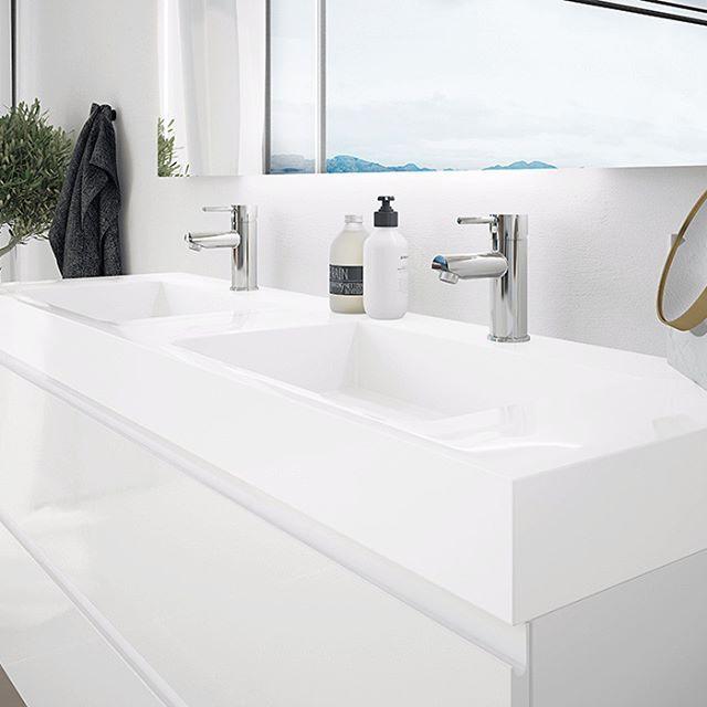 Vår nye baderomsserie Mie <3 , Her vist i 120 cm bredde med dobbelt vask og Miri servantbatteri. Stilrent og lekkert, god plass i skuffene, god kvalitet og enkelt å rengjøre. Kan'ke bli bedre enn det :) #kvalitetogtrygghetforalle #mie #vikingbad #nyhet #baderomsdesign #baderomsinspo #bathroom #baderom #baderomsinspirasjon #skandinaviskehjem