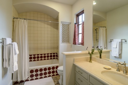 Wonderful use of red, Moroccan tile.