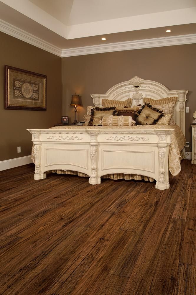 BuildDirect: Laminate Flooring 8mm Collection    Bayou Oak