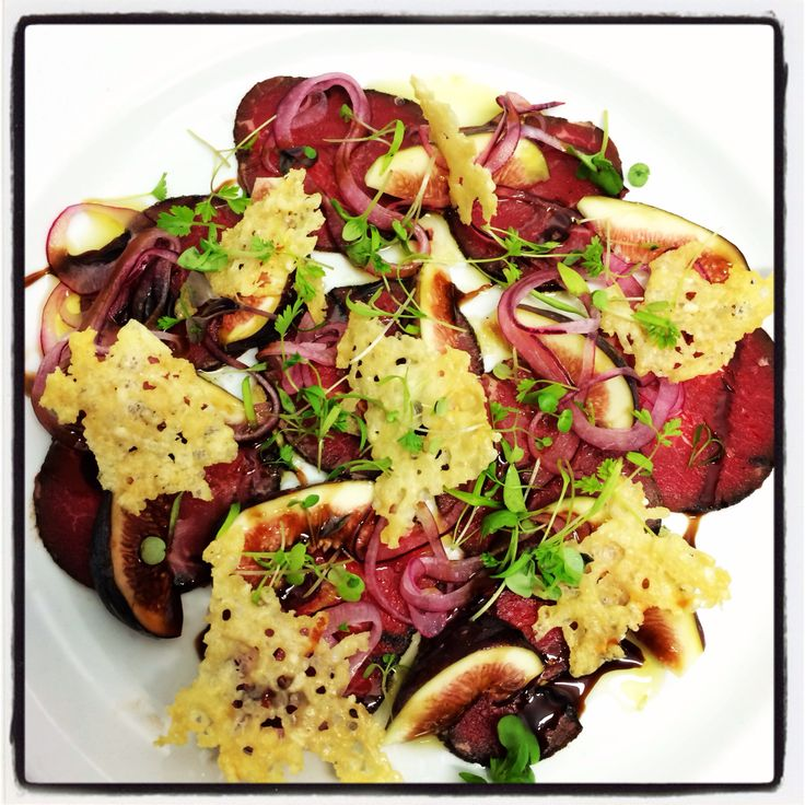 Coffe crusted carpaccio, black figs, Parmesan crisps, picled onions & raspberry vinaigrette
