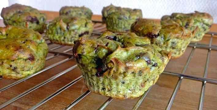 Choko-muffins til dig, der vil have et sundere alternativ. Med en hemmelig ingrediens, du måske ikke selv ville have overvejet, men det virker! prøv selv.
