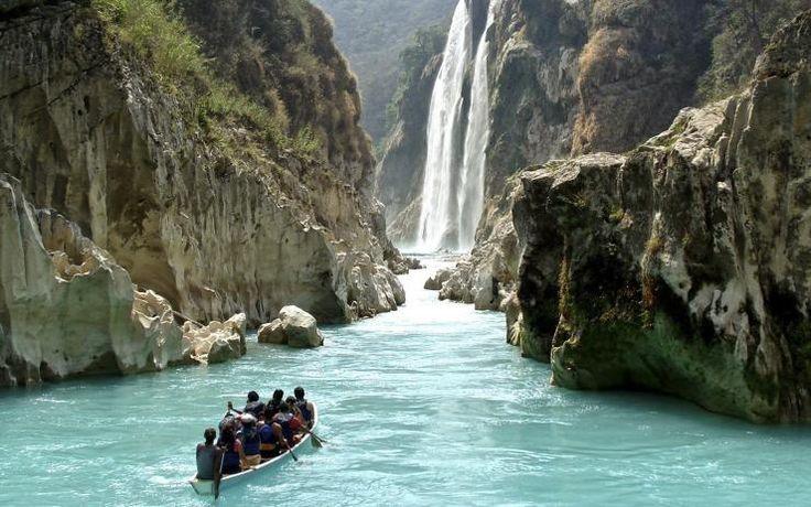 La cascada de Tamul es un salto de agua de México, el salto de agua más grande del estado de San Luis Potosí, en la cima del cañón del río Santa María, de 300 m de profundidad. La cascada del Tamul tiene 105 metros de altura. Foto: Cortesía
