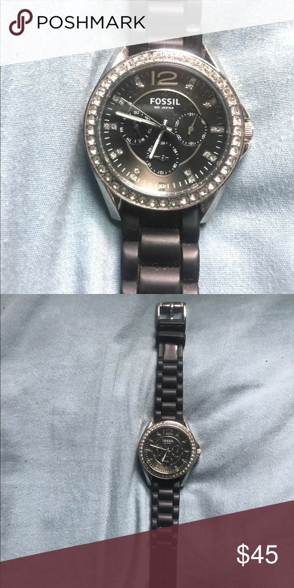 Fossil Watch Black adjustable strap, crystals around the face, in great condition authentic Fossil Watch. Battery works. Keeps great time. ❤️ Fossil Accessories Watches