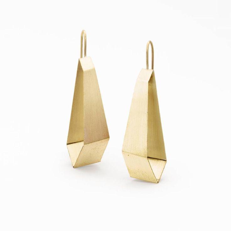 Aros geometricos #hechoenchile #madeinchile #hechoamano #laserena #instachile #artesaniachilena  #diseñochileno #handmade #faitmain #boucledoreille #earrings #chile #artisanjewelry
