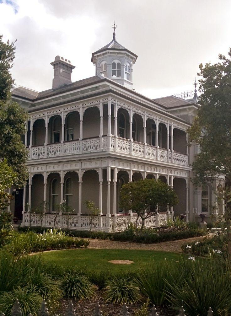 Bill ✔️ A restored house, Ponsonby Rd, Auckland, New Zealand.    Bill Gibson-Patmore.  (curation & caption: @BillGP). Bill✔️