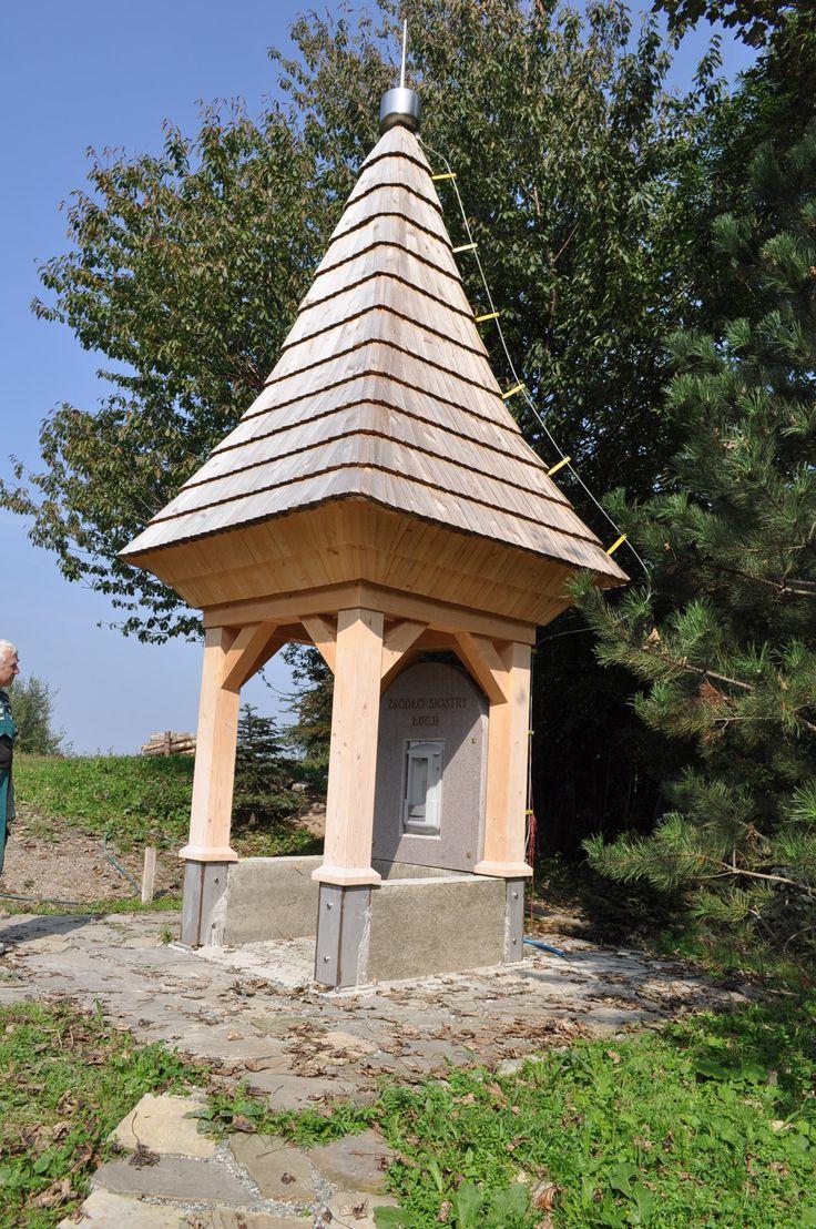 Źródełko św. Łucji z Hydration Station w Dębowcu