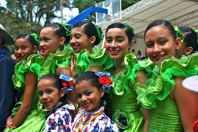 Las niñas del joropo.  Crédito: Miltón Ramírez. MinCultura 2012.