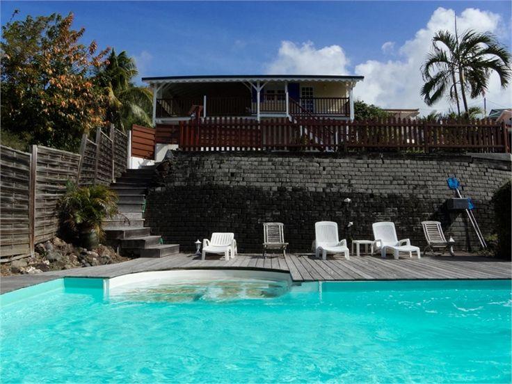 Vous recherchez une villa typiquement créole ? Cette maison est faite pour vous !     A vendre chez Capifrance à Sainte-Anne, ensemble immobilier  de 170 m², 8 pièces dont 5 chambres.     Plus d'infos > Karine Falise, conseillère immobilière Capifrance.