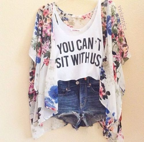 Such a cute summer outfit reminds me sooo much of mean girls lol