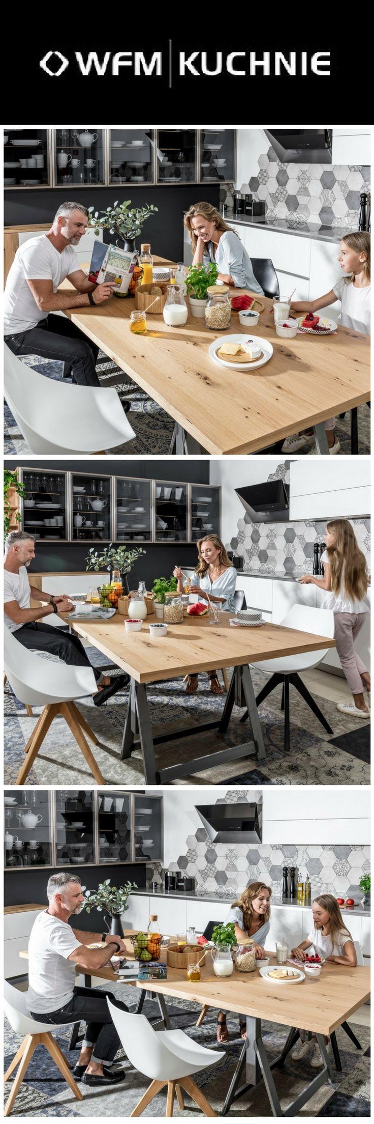 Czas wolny spędzany w kuchni przez domowników. Kuchnia marki WFM KUCHNIE. Program CALMA biały.