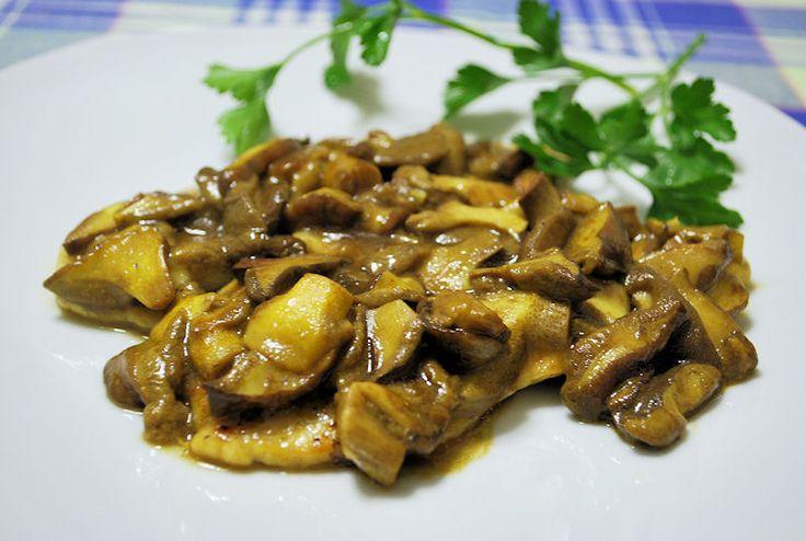 Scaloppine ai funghi - Scallops with mushrooms