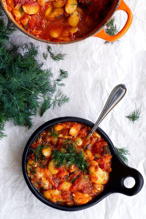 Gigantes: Baked Lima Beans With Dill! A healthier take on the Greek classic, but still just as easy and comforting. A rich garlic spiked tomato sugo with thyme and dill, with creamy lima (butter) beans. Vegan and gluten free.