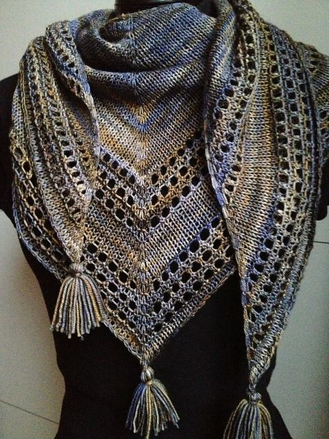 Light And Up Shawl By Caroline Wiens - Free Knitting Pattern - (ravelry)