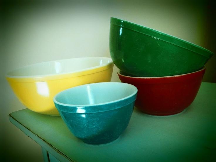 Vintage pirex mixing bowls. (: