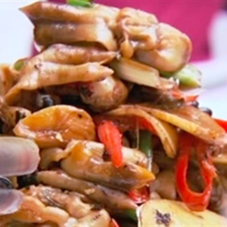 Try this Stir-Fried Razor Clams with Black Bean and Chilli Sauce recipe by Chef Kylie Kwong. This recipe is from the show Kylie Kwong: My China.