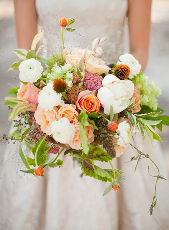 Loose and free and completely lovely... What more could you want from a bouquet? This looker was created by Rosegolden Flowers and captured by Leslie Hollingsworth Photography. See the bridal shoot this belongs to here.