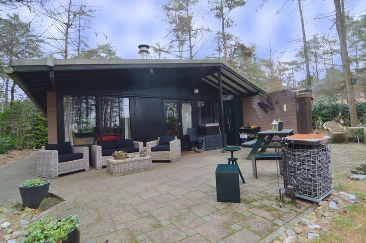 Gelegen bij het plaatsje Giethmen, deze authentieke vakantiewoning die ruimte kan bieden aan zes personen.  Dit leuke zomerhuis in Overijssel is online te boeken via de website van Recreatiewoning.nl