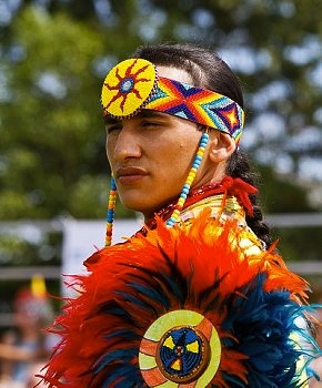The annual Canadian Indian Pow Wow was recently held in Wendake, the Huron Wendat village just outside of Quebec City. The gathering brought together aboriginal first nations from all parts of Canada, The highlight of the 3 day festivities was the competition of traditional costumed dances.