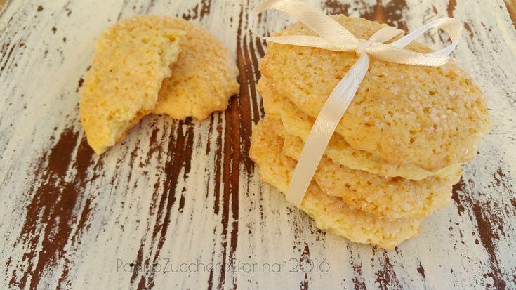 Oggi vi presento le famose gallettinas sarde, biscotti proprio da inzuppo ricoperti di zucchero e che qui da noi non mancano mai nelle occasioni importanti. E' un biscotto semplice, croccante fuori e morbido dentro che si accompagna bene con qualsiasi cosa, latte, caffè, thè. Io le adoro e piaccio…