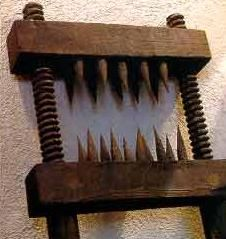 """What this instrument accomplished was to permanently render the knees useless. Even though the name implies that this instrument was only used for """"splitting"""" knees, it was also used in other body parts including: the elbows, arms and even the lower legs. As the torturer turned the handle, the claws slowly slammed against each other mutilating any skin in between. The number of spikes the knee splitter contained varied"""