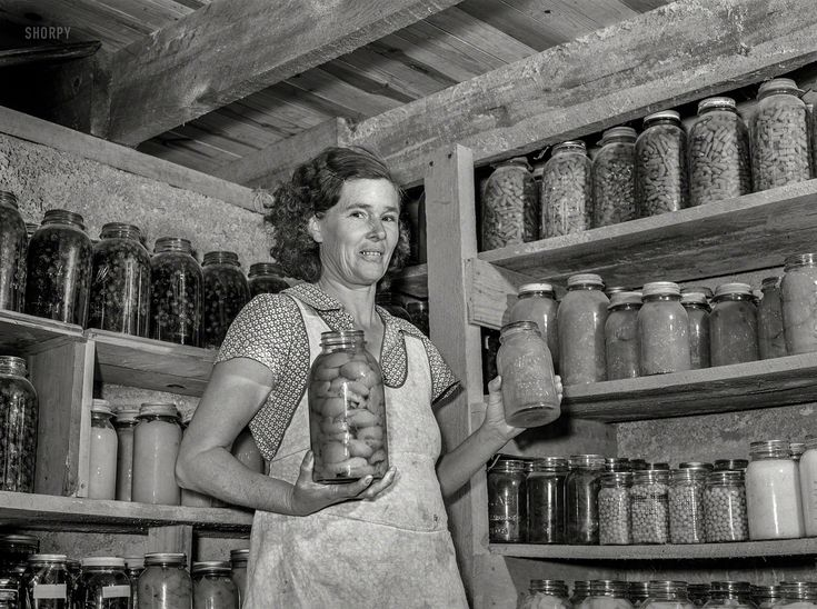 Shorpy Historic Picture Archive :: Jars of Plenty: 1939 high-resolution photo