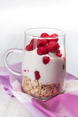 Pour bien démarrer sa journée, voici pour vous la recette du muesli aux fruits rouges. Idéal pour le petit déjeuner.