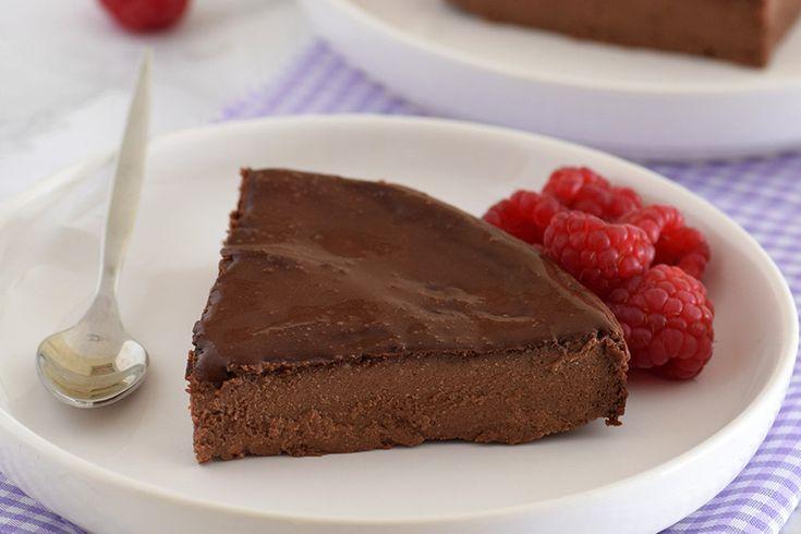 Una de las cosas buenas que tiene San Valentín es que la red se llena de tentadoras ideas para los amantes del chocolate. Así es como vino a mi vida esta tarta de queso y chocolate para dos, que ya ha …