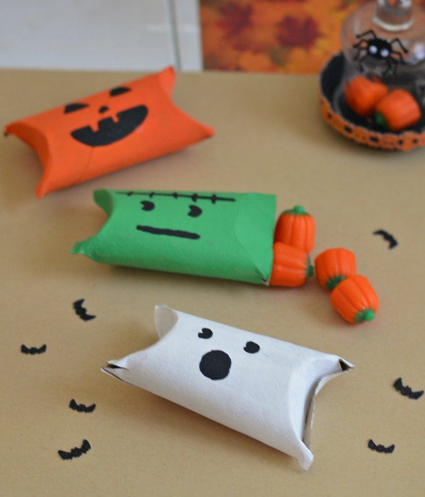 These are super fun and easy Halloween Crafts for kids! Homemade Halloween Candy holders. http://quirkyinspired.com/easy-halloween-candy-holders/