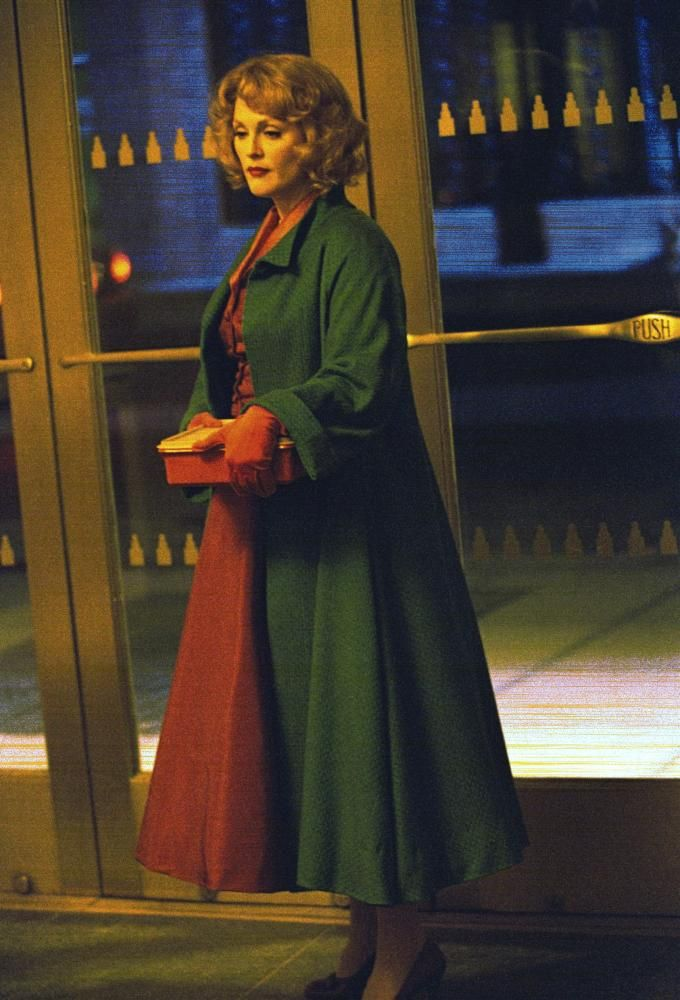 Julianne Moore, 2002 | Essential Gay Themed Films To Watch, Far From Heaven http://gay-themed-films.com/far-from-heaven-film/