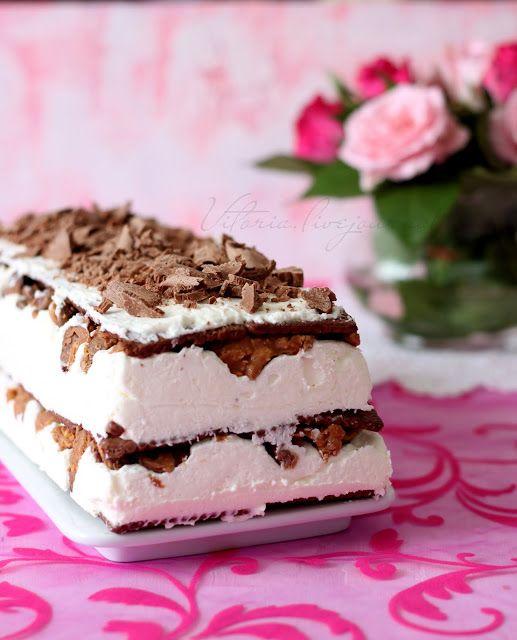 """нам понадобится: форма размером 35 на 12 250 г бисквитно галетного печенья( я брала """"пети бер"""") 2 стакана (480 мл) молока хрустящий слой: 150 г белого шоколада поломать 3 ст.л…"""
