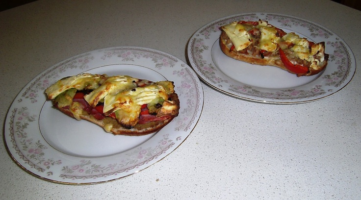 No excuses! Easy organising for large families.: QUICK N EASY TUNA PIZZAS