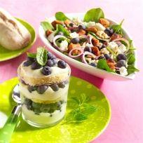 Wist je dat blauwe bessen heel veelzijdig zijn? Ze zijn zonder toevoeging natuurlijk al heel lekker, maar je kunt ze ook gebruiken in diverse recepten. Geniet bijvoorbeeld van deze heerlijke kalkoensalade met blauwe bessen! #blauwebes #genieten #veelzijdig #salade #zomer #fruit